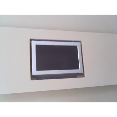 Wandverkleidung für die Verwendung von Einbaugeräten oder Lampen