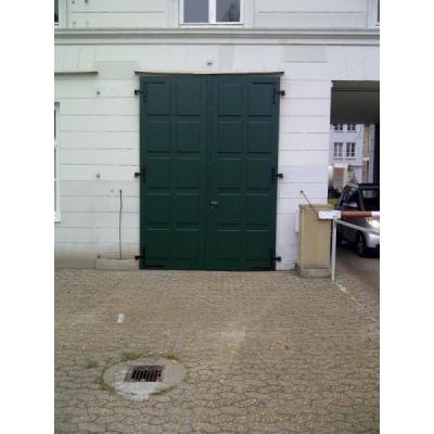 Nachbau einer alten Garagentür mit technischer Aufwertung.
